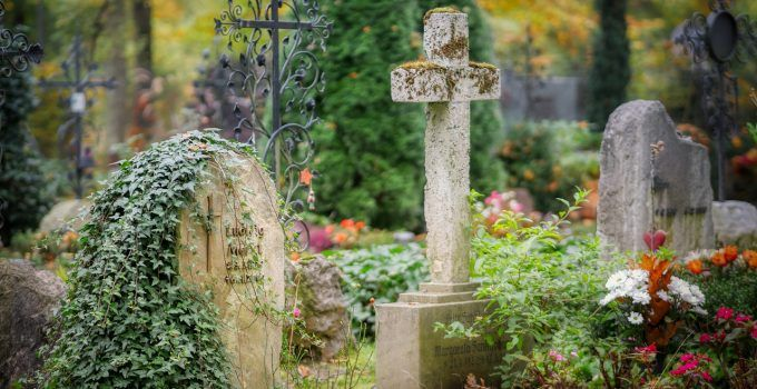 O que significa sonhar com cemitério?